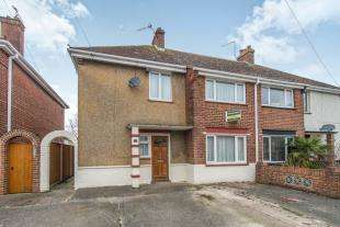 3 Bedrooms Semi Detached House for sale in Cluny Road, Faversham, Kent, England