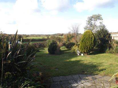 3 Bedrooms Semi Detached House for sale in Havenstreet, Ryde, Isle Of Wight
