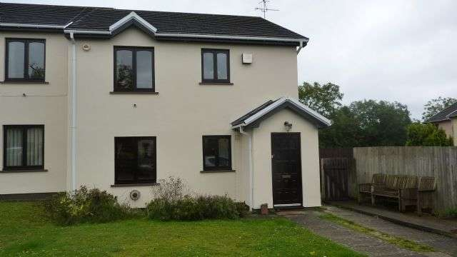 2 Bedrooms Flat for sale in 8 Park Avenue, Kilgetty, SA68 0UN. 2 bed flat, off street parking