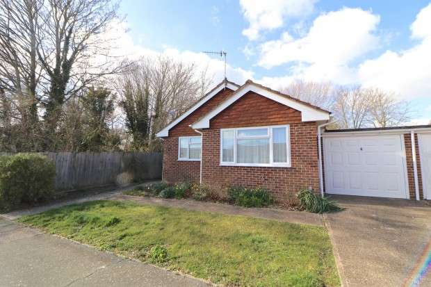 2 Bedrooms Bungalow for sale in Swanley Close, Eastbourne, BN23