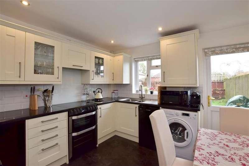 2 Bedrooms Semi Detached House for sale in School Field, Edenbridge, Kent