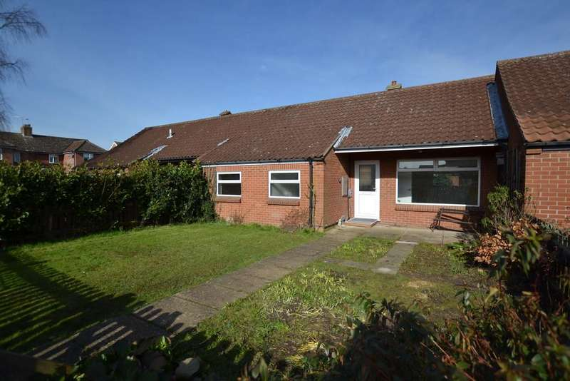 2 Bedrooms Terraced Bungalow for sale in Lings Close, Horsford