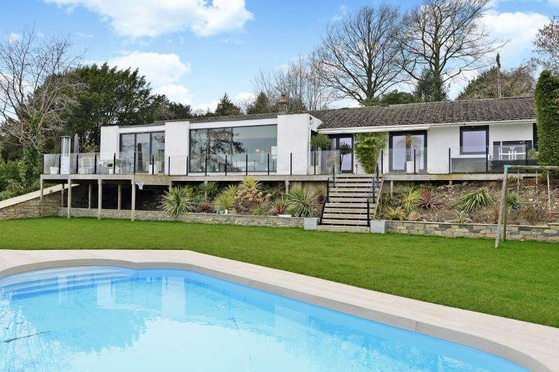 5 Bedrooms Bungalow for sale in Upper Guildown Road, Guildford