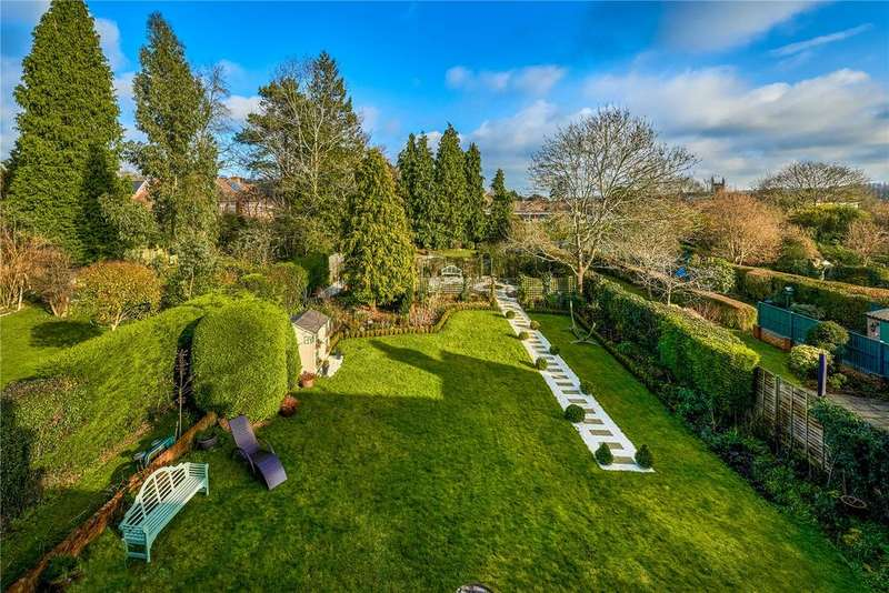 3 Bedrooms Detached House for sale in Crondall Lane, Farnham, Surrey