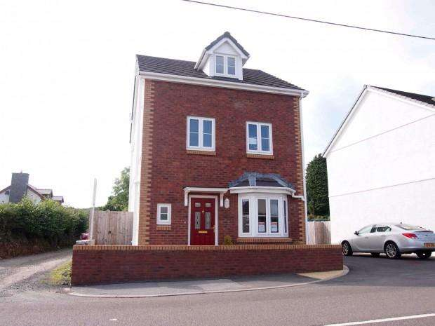 4 Bedrooms Detached House for sale in Llys Manon, Llandybie, Ammanford, SA18