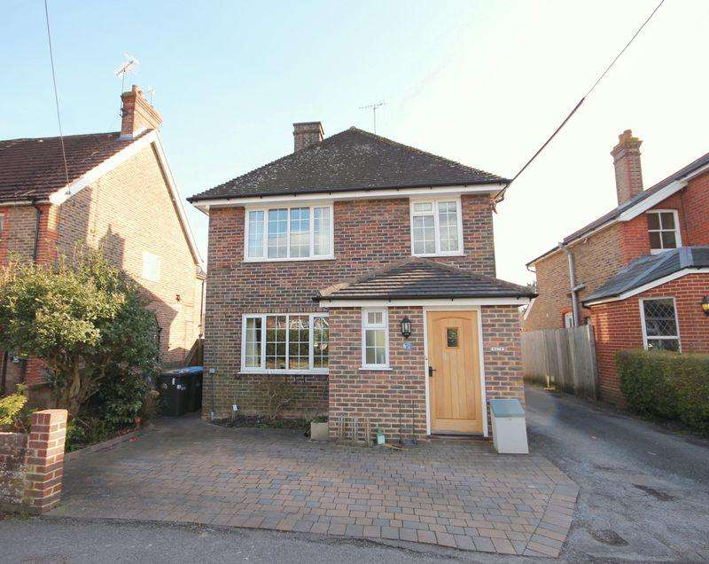 3 Bedrooms Detached House for sale in Sunte Avenue, Lindfield, West Sussex