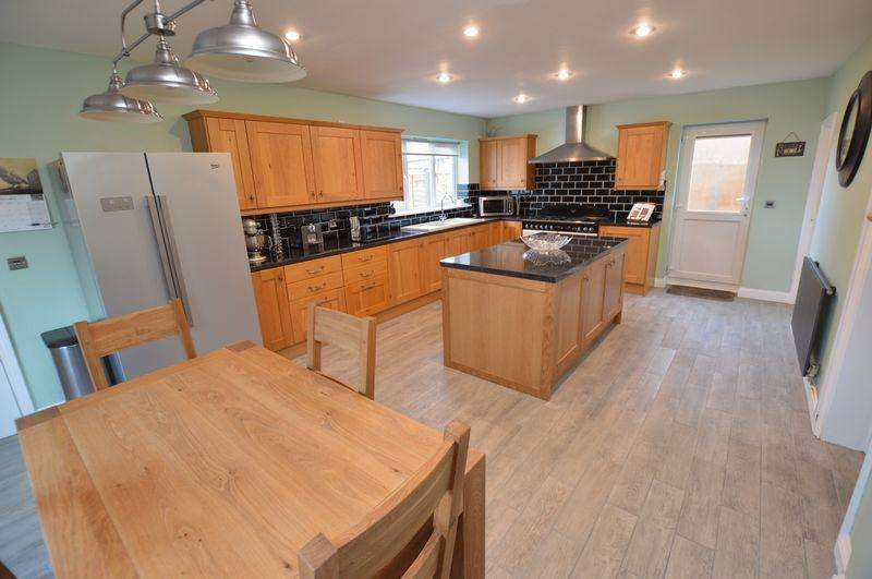 4 Bedrooms Detached House for sale in 158 Witham Road, Woodhall Spa - Viewing highly advised