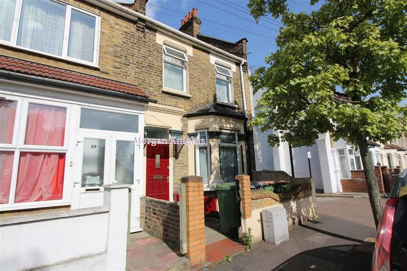 End Of Terrace House for sale in Boundary Road, Plaistow