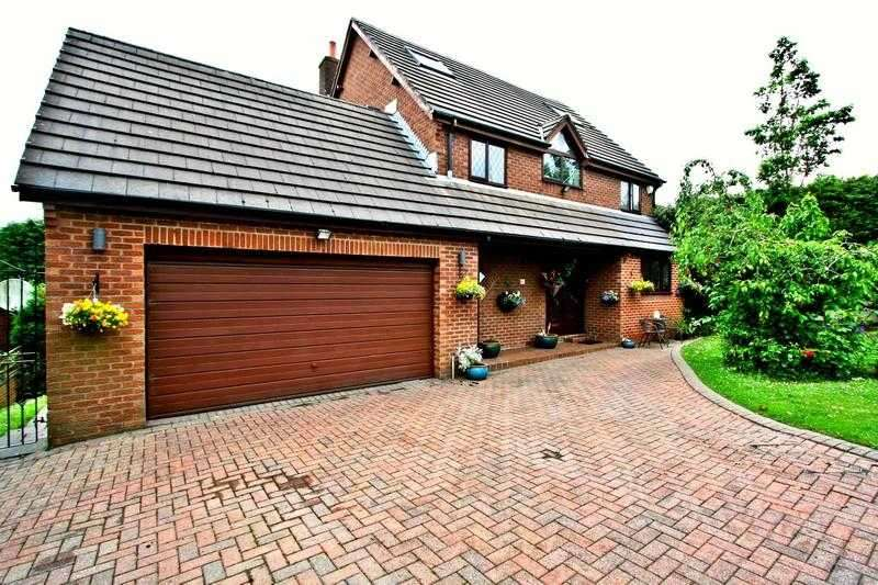 5 Bedrooms Detached House for sale in Simister Lane, Prestwich