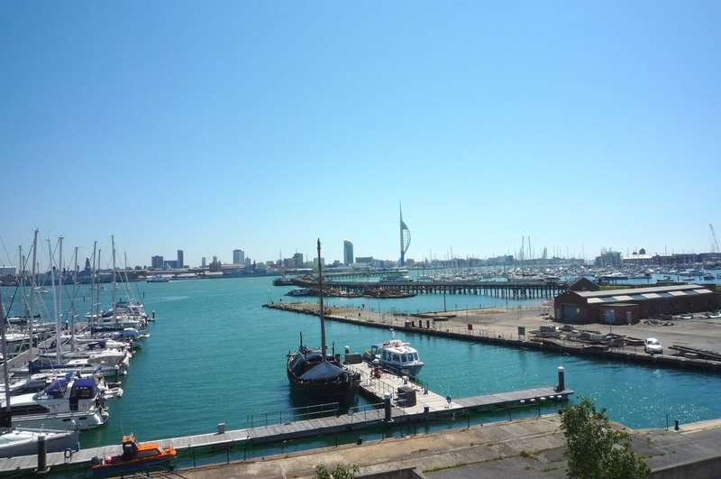 2 Bedrooms Penthouse Flat for rent in The Chandlers, Salt Meat Lane, Gosport