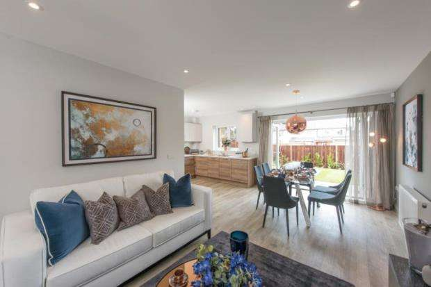 4 Bedrooms House for sale in Woking, Surrey