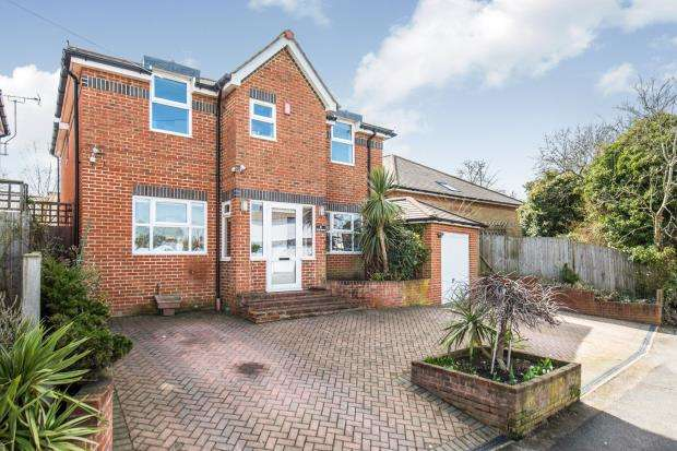 4 Bedrooms Detached House for sale in Worcester Park, Surrey, .
