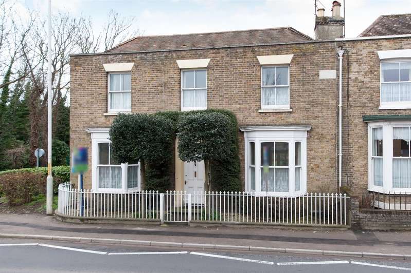 4 Bedrooms Detached House for sale in Canterbury Road, Birchington