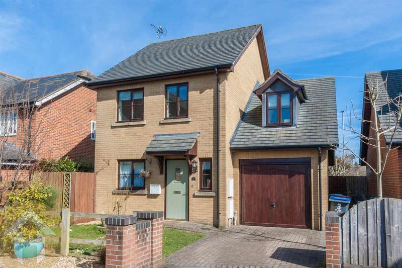 3 Bedrooms Detached House for sale in Carrington Gardens, Royal Wootton Bassett