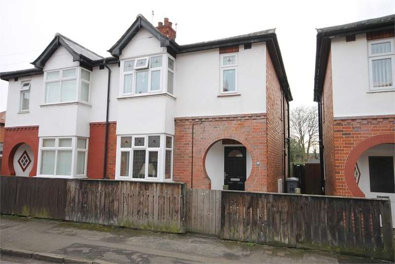 3 Bedrooms Semi Detached House for sale in Smith Street, Newark, Nottinghamshire. NG24 1RE