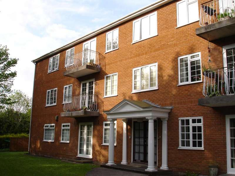 3 Bedrooms Apartment Flat for sale in GLANTRAETH , BANGOR LL57