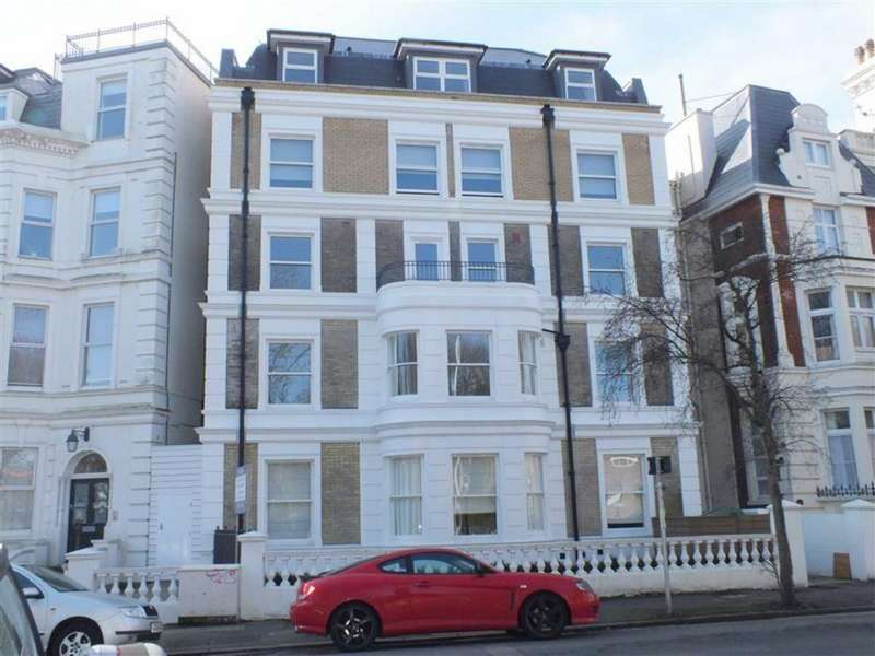 3 Bedrooms Flat for sale in St Olaves, Trinity Crescent, Folkestone, Kent, CT20
