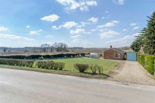 3 Bedrooms Detached Bungalow for sale in Manchinella, Little Snoring