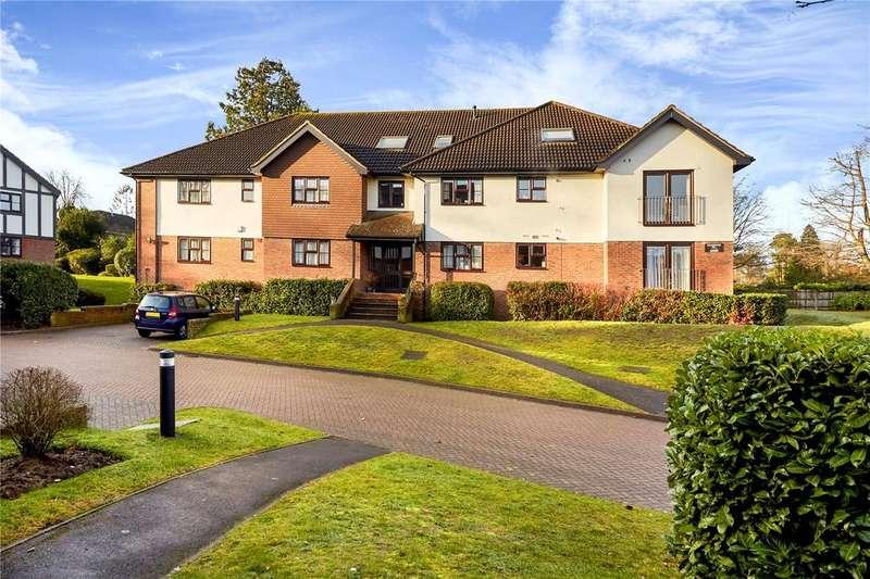2 Bedrooms Flat for rent in Richmond Court, White Lodge Close, Sevenoaks, Kent, TN13