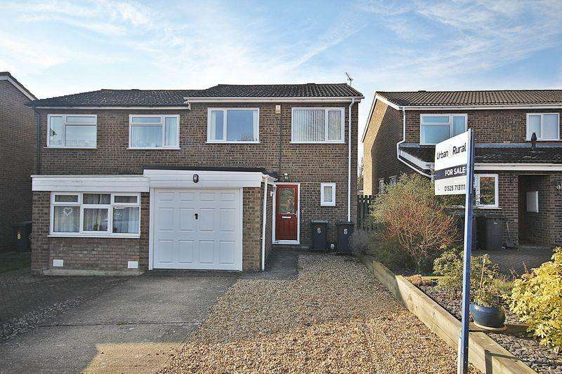 3 Bedrooms Semi Detached House for sale in Pipit Close, Flitwick