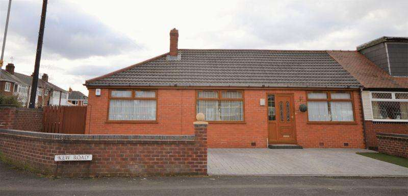 4 Bedrooms Semi Detached Bungalow for sale in Kew Road, Manchester