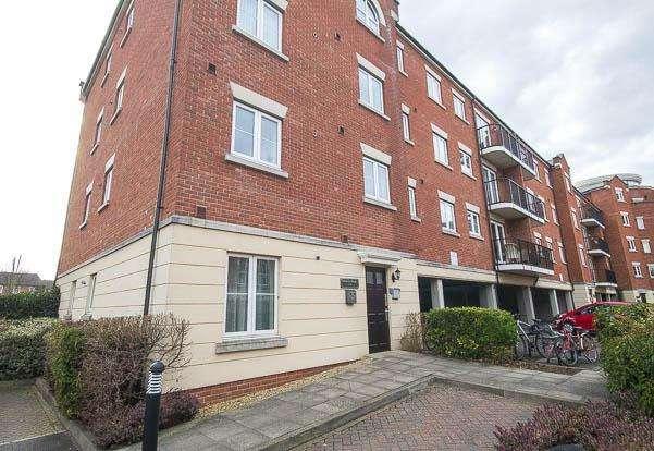 2 Bedrooms Flat for sale in Regency Court, Cheltenham, GL50 3NS