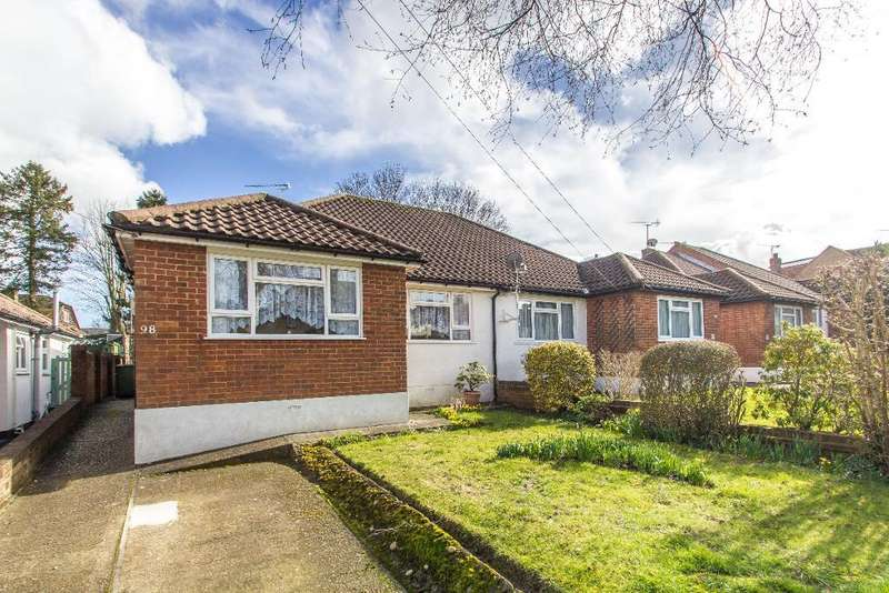 2 Bedrooms Semi Detached Bungalow for sale in Sunny Bank, Warlingham, Surrey, CR6 9SS
