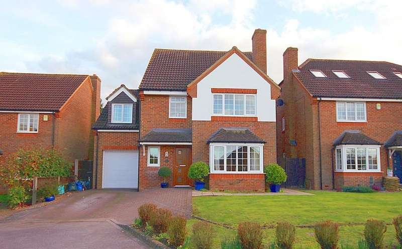 4 Bedrooms Detached House for sale in Bramley Close, Shefford, SG17