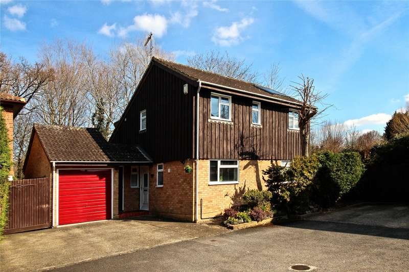 4 Bedrooms Detached House for sale in Eastmead, Woking, Surrey, GU21