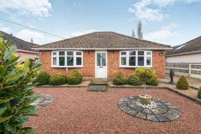 2 Bedrooms Bungalow for sale in Drayton, Norwich, Norfolk