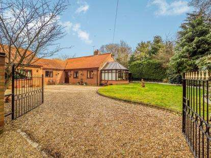 4 Bedrooms Bungalow for sale in Catfield, Great Yarmouth, Norfolk