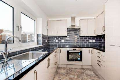 2 Bedrooms Flat for sale in Stoke Gardens, Gosport, Hampshire