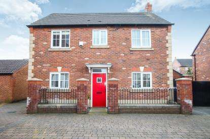 3 Bedrooms Detached House for sale in Pennymoor Drive, Middlewich, Cheshire