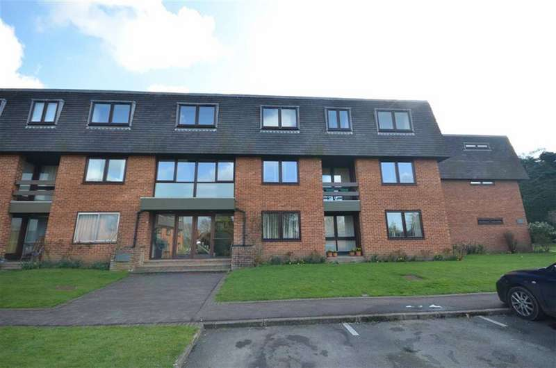 3 Bedrooms Flat for sale in The Lindens, Great Austins, Farnham