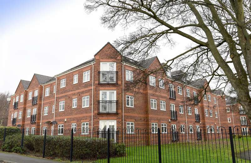 2 Bedrooms Flat for sale in Brackenhurst Place, Moortown, Leeds, LS17 6WD