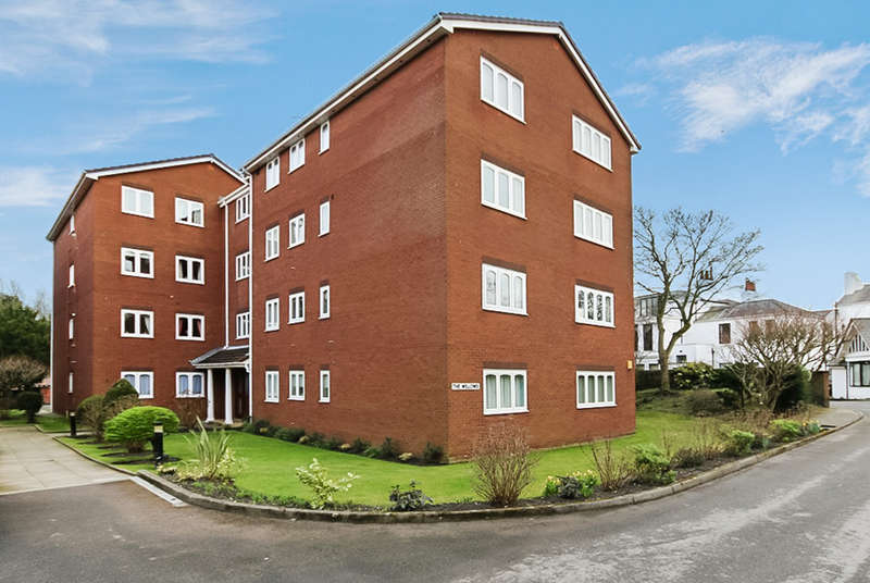 3 Bedrooms Flat for sale in Beechfield Gardens, Southport