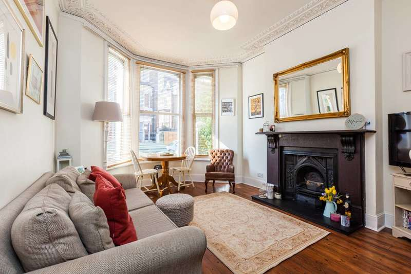 2 Bedrooms Flat for sale in Mayflower Road, Clapham North, SW9