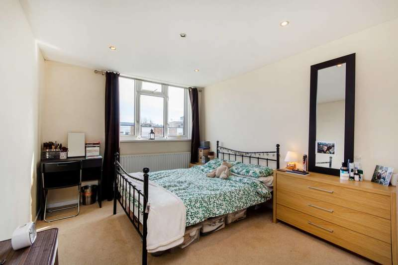 1 Bedroom Flat for sale in Ashley Crescent, Battersea, SW11