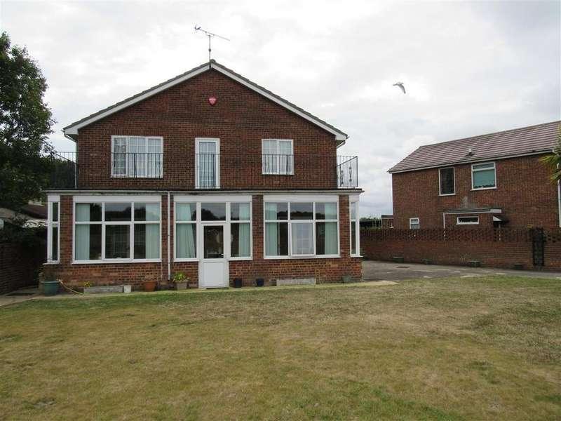 5 Bedrooms Detached House for sale in Hawthorn Corner, Herne Bay