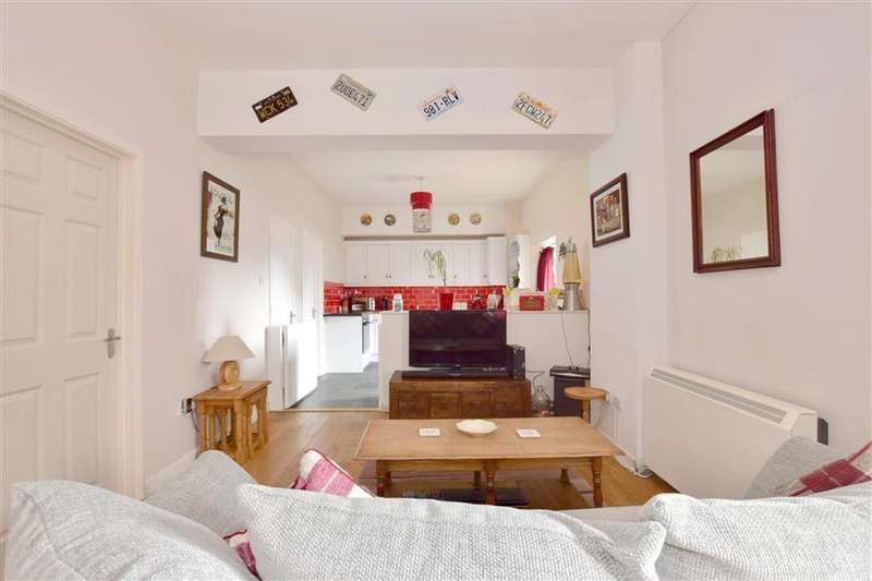 2 Bedrooms Apartment Flat for sale in Station Approach, Staplehurst, Kent