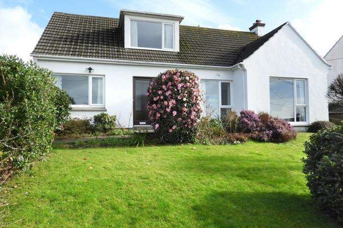3 Bedrooms Bungalow for sale in 12 GRYLLS PARC, HELSTON, TR13