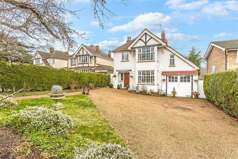 4 Bedrooms Detached House for sale in Fir Tree Road, Banstead