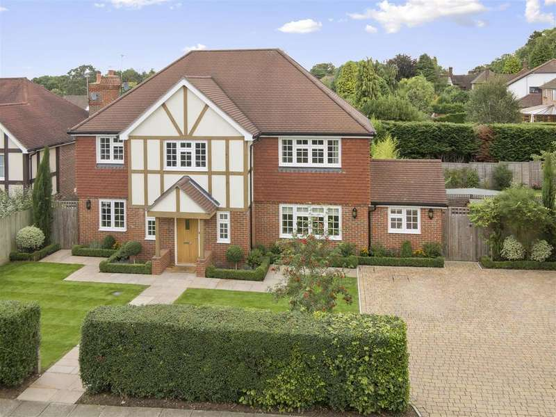 4 Bedrooms Detached House for sale in Tumblewood Road, Banstead