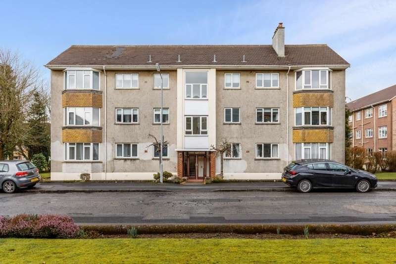 2 Bedrooms Flat for sale in 66 Castle Court, 3 Kings Drive, Newton Mearns, G77 5JB