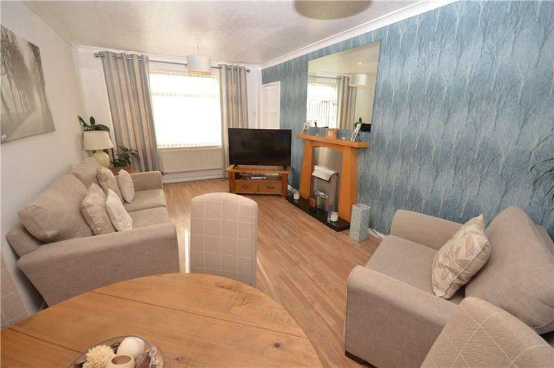 2 Bedrooms Semi Detached House for sale in Cranmore Road, Leeds, West Yorkshire