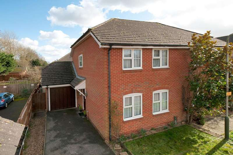 3 Bedrooms Semi Detached House for sale in Rocks Close, East Malling