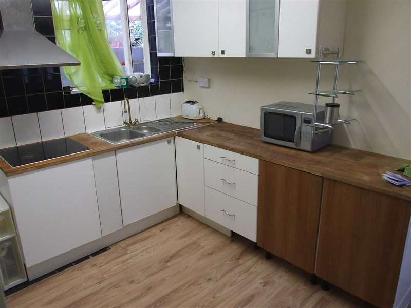 3 Bedrooms Property for rent in St Johns Place, Brighton