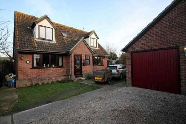 3 Bedrooms Detached House for sale in Hereford Court, Holland on Sea