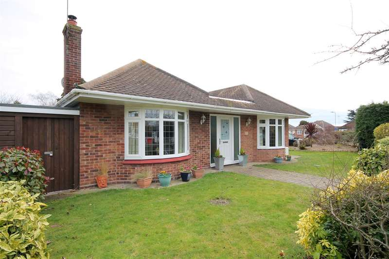 3 Bedrooms Bungalow for sale in Highview Avenue, Great Clacton