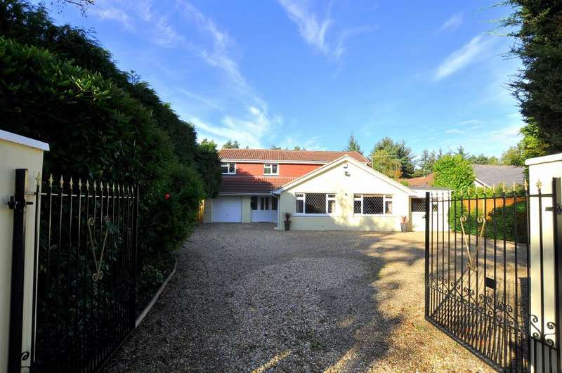 4 Bedrooms Detached House for sale in Ashley Heath, Ringwood, BH24 2EH